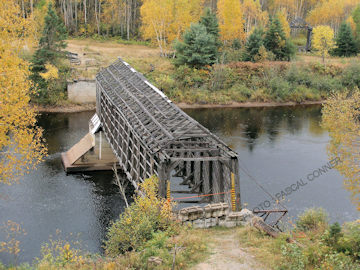 Gareau Bridge. Photo by Pascal Connor October 5, 2009