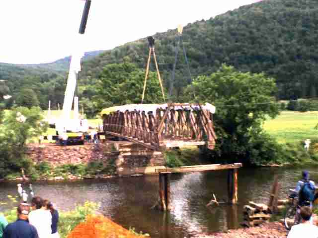 Hamden Bridge move: Photo by Richard Wilson, 7/19/00
