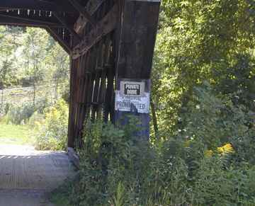 Smith Bridge in Pomfret. Photo by Joe Nelson, August 15, 2001